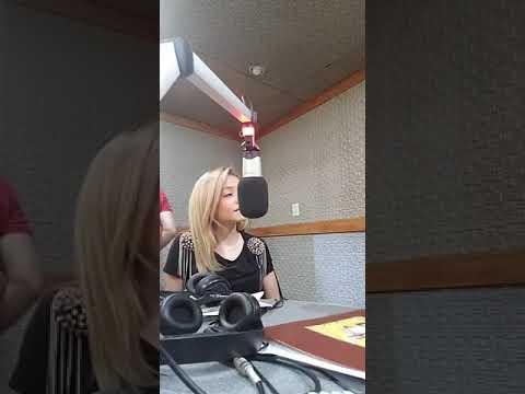 Karol Sevilla en Radio Latina de Paraguay