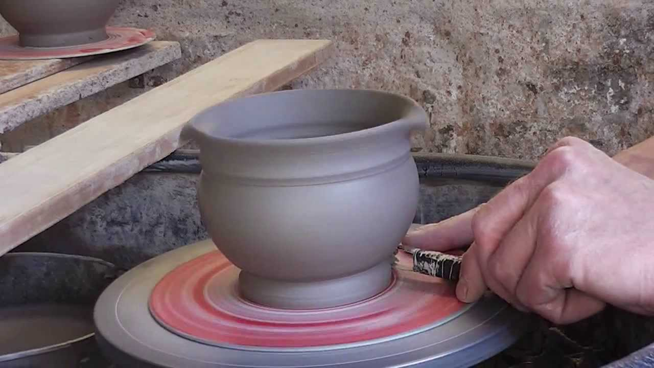How I Trim Or Turn My Pots Whilst Still On The Throwing Bat Youtube