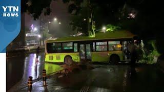 시내버스 인도로 돌진...빗길 교통사고 잇달아  / Y…
