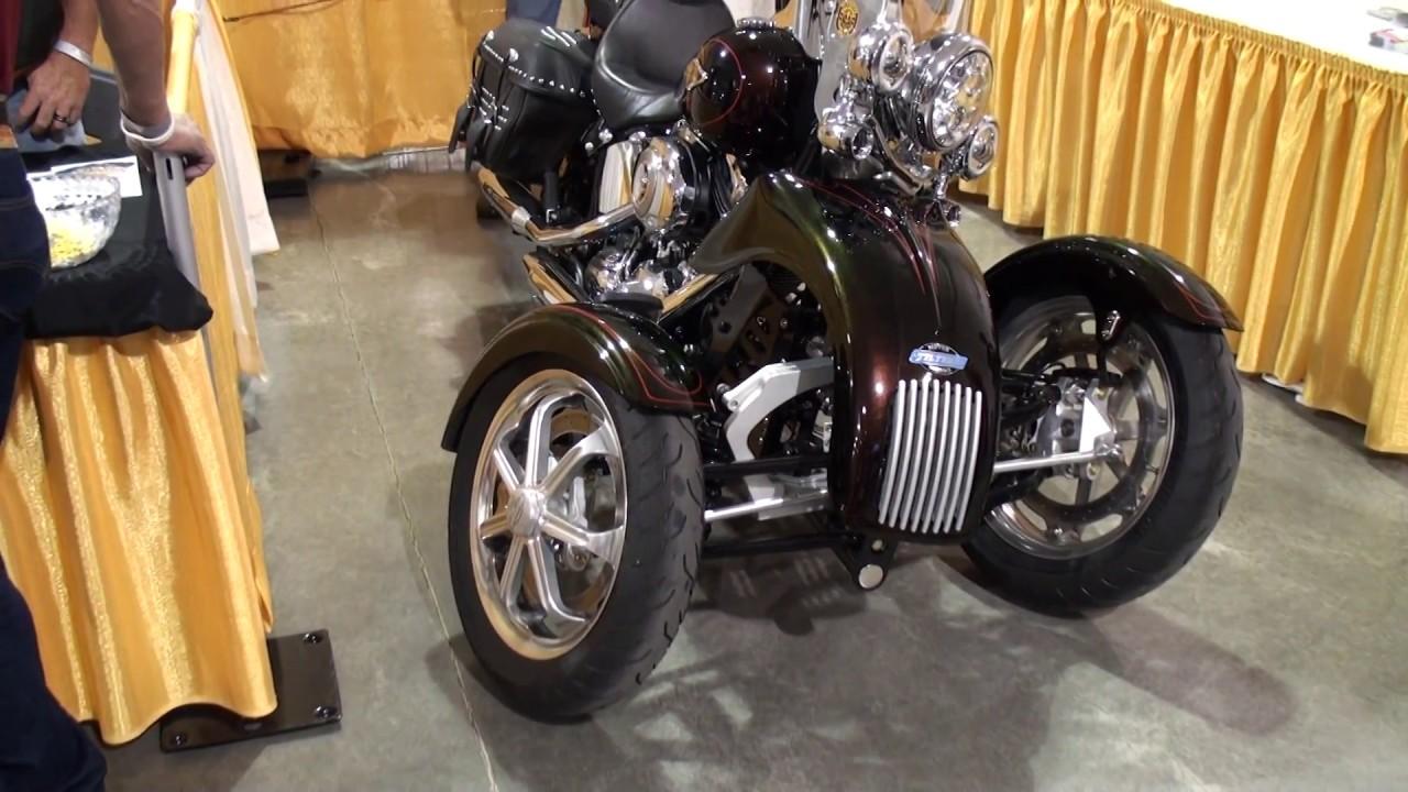 Genes Gallery, Tilting Motor Works Harley Reverse Trike Display,  Springfield Missouri