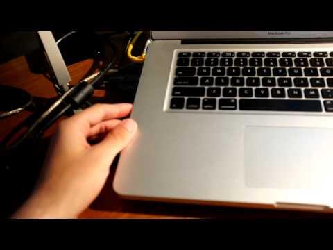 hook up monitors to macbook pro