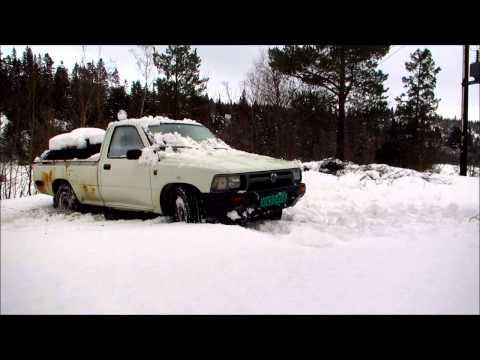 VW Taro 2.4D In DEEP Snow!