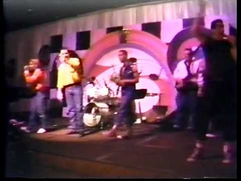 BOWZER AND THE STINGRAYS Live 1989 Show Opening.