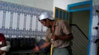 Repeat youtube video Achefar 'n Shampoo - Marokkanen maken ruzie om shampoo