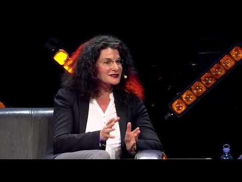 Omr18 Tina Müller Douglas Ceo Auf Der E Commerce Bühne Mit