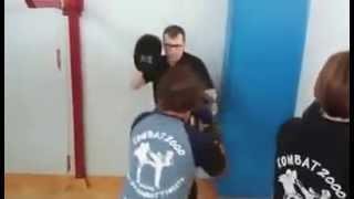 Riscaldamento di Mattia prima dell' incontro ai campionati italiani di light boxe