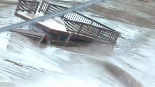 شاهد: سيول جارفة لمياه فيضان تجرف كل ما يعترضها في تكساس…