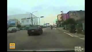 Задумчивый водитель вольво ДТП! Авария! Видеорегистратор