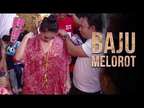 Larut Dalam Goyang Heboh, Baju Ayu Ting Ting Melorot - Cumicam 16 Oktober 2017 thumbnail
