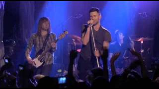 Maroon 5 Sunday Morning (Live)