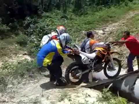 Perlis Dirt Bike Club Hyosung Xrx160 Vs Kawasaki D Tracker Youtube