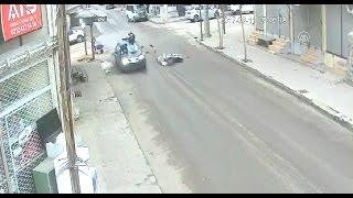 Otomobil ile motosiklet çarpıştı, kaza kameraya takıldı