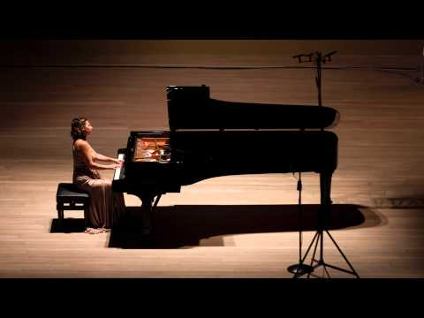 Maria Perrotta plays Prelude & Fugue in A minor BWV894