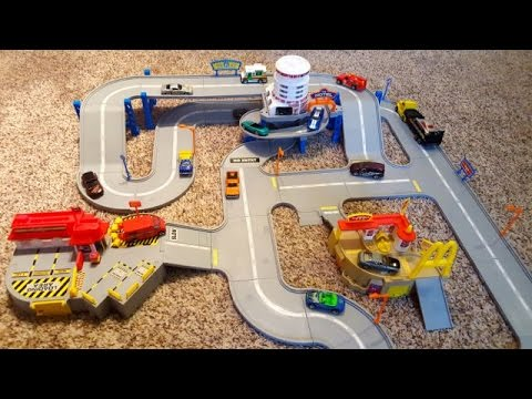 Hot Wheels World America's Highway Playset Track Hotel McDonalds Post Office