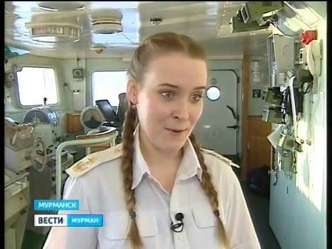 Будущий капитан, курсант, девушка  Ирина Богатова проходит практику на спасательном буксире Микула
