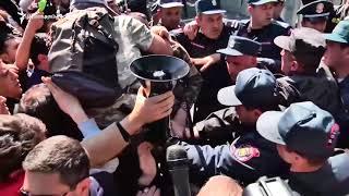 Բախում. Փաշինյանը փորձում է անցնել ոստիկանական փշալարի վրայով (երկար տարբերակ)