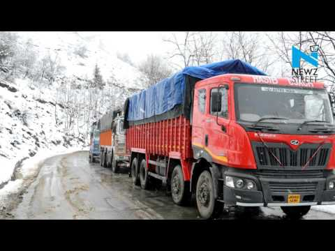 Jammu-Srinagar national highway closed to traffic due to fresh snowfall