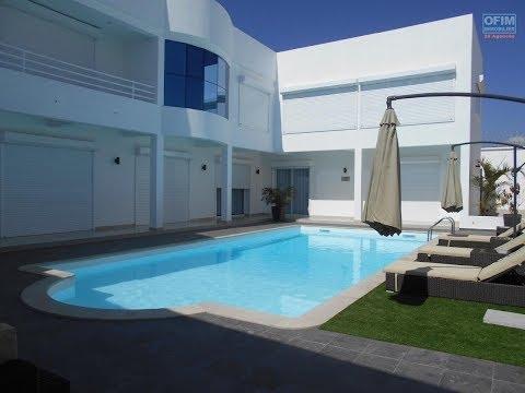 En location une superbe villa T6 avec piscine à Ivato, Madagascar par Ofim