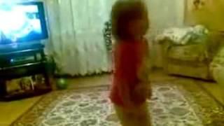 Девочка отчитывает родителей