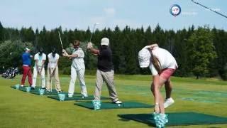 Играть в гольф