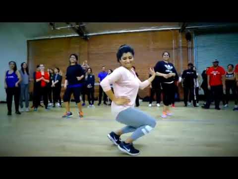 Cute NRI girl dancing on punjabi song || Most viral video