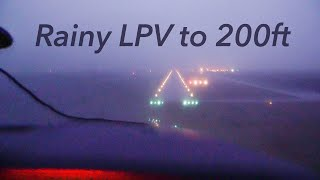 Breaking out at MINIMUMS - LPV Approach to 200ft (Cessna 182)