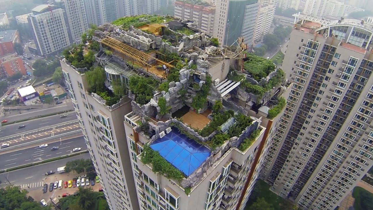 Who built a secret mountaintop mansion on top of this - Swimming pool on top of skyscraper ...