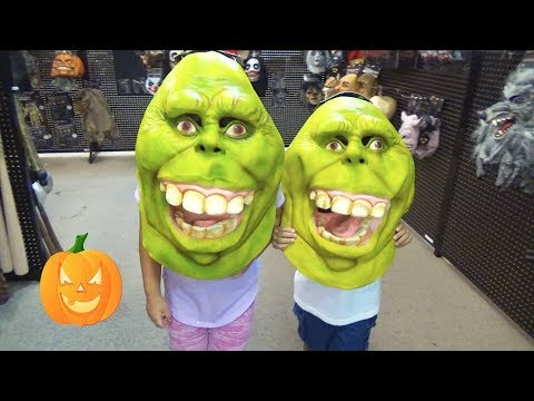 🎃Spooky Halloween Costume Shopping and Playtime in the Store 👻