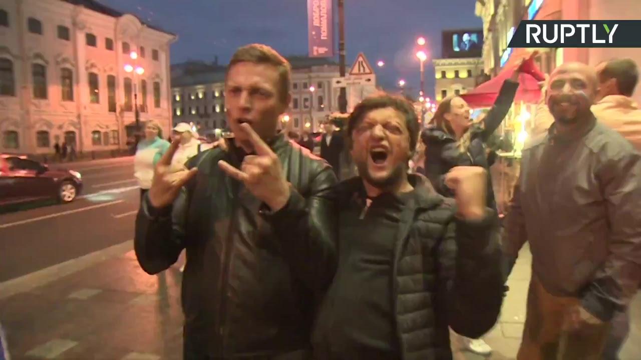 В российских городах празднуют победу национальной сборной