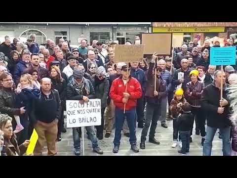 Decenas de xubilados reclaman unhas pensións dignas en Viveiro e Foz