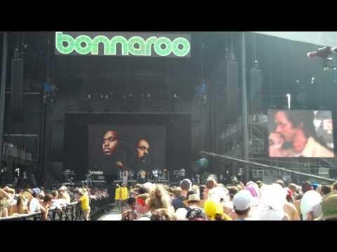 "Damian Marley And Nas Perform ""Count Your Blessings"" At Bonnaroo 2010"