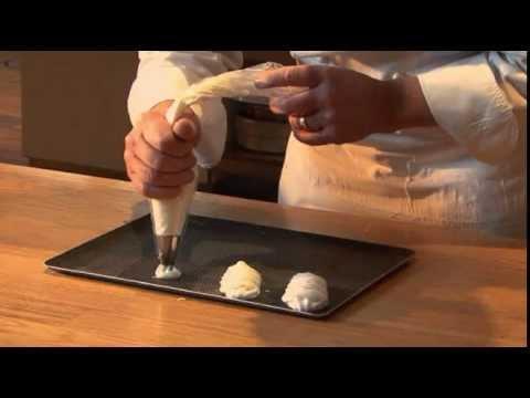 Meringue française par Pierre-Dominique Cécillon pour Larousse Cuisine