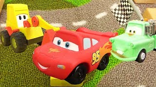 Gambar cover Disney Pixar Cars. Lightning McQueen Race