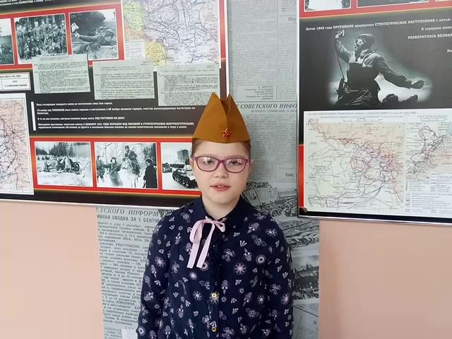 Изображение предпросмотра прочтения – УльянаМатвеева читает произведение «Послевоенная песня» Р.И.Рождественского