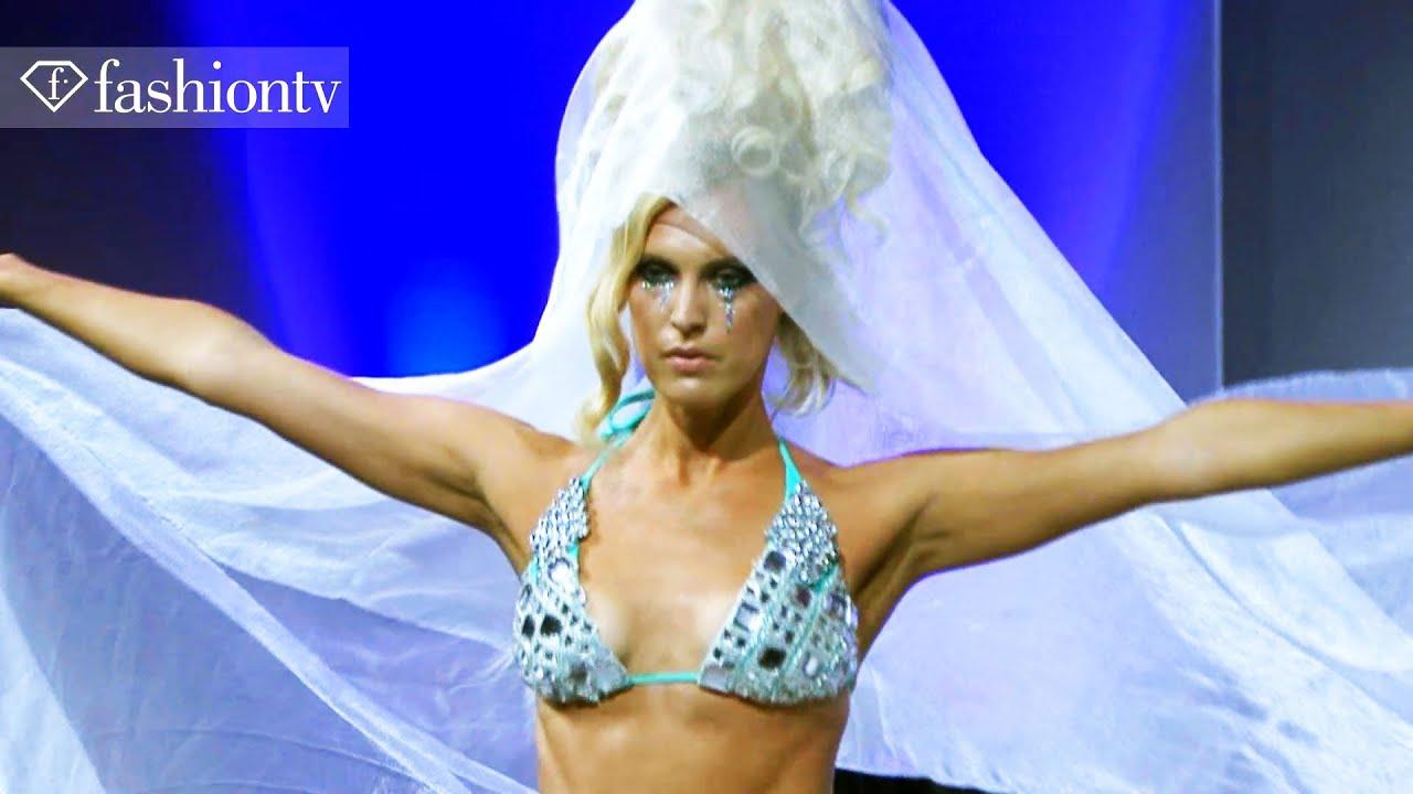 36edf1eb48ff8 New York Couture Fashion Week Fall / Winter 2011-2012