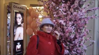 Вы не поверите!!! В легендарном ГУМе яблони в цвету!