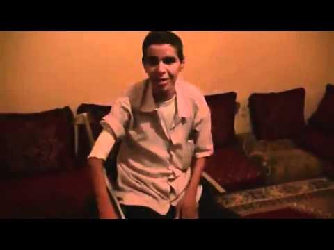 La police marocaine torture un handicapé sahraoui!!