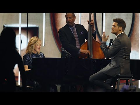 """Diana Krall and Michael Bublé perform """"Love"""" 