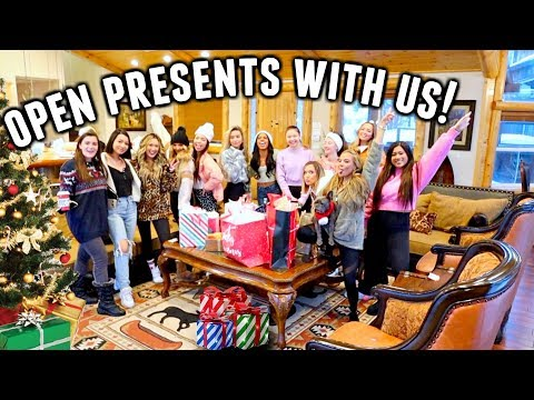 SECRET SANTA GIFT EXCHANGE!🎁 Early Christmas Presents! | Vlogmas Day 3