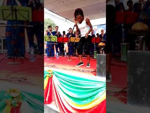 Bénin - Dahoue Doto  Concert avec ses staffs européens.