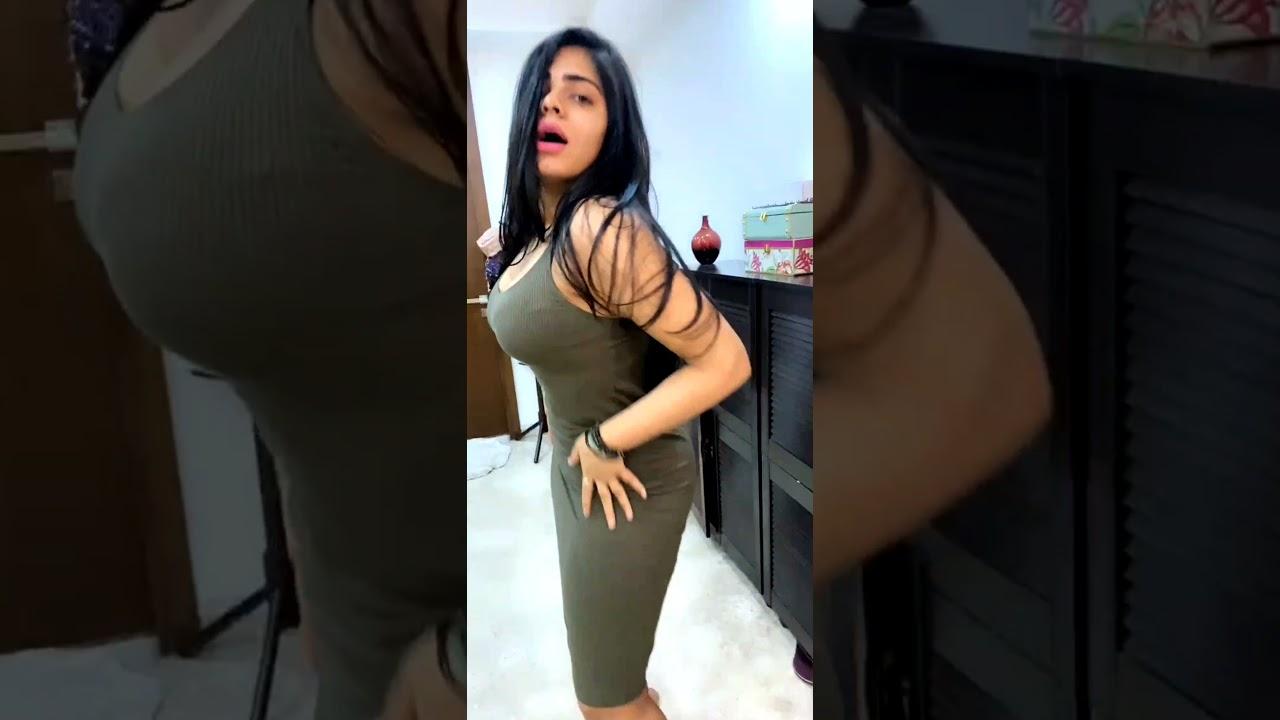 Download Desi Girl Maanvi hot dance on Tango live VIP Show