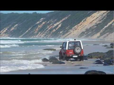 RainBow Beach - 4wd The Tides coming in.....crazy Aussies Driving on beach