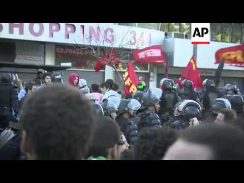 Tensions high as anti-World Cup protesters march towards Maracana stadium