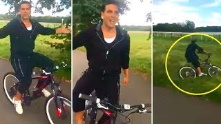 Akshay The KHILADI Kumar Fall off The Bicycle | Bollywood Rewind