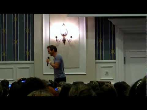 Sebastian Roché talking about Jared & Jensen  The Apocalypse Con Paris