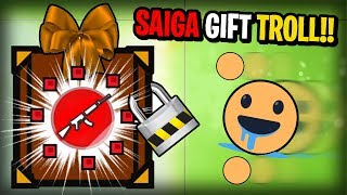 GIFTING PLAYERS THE SAIGA-12 TROLL BAIT!! Surviv.io Anti-Teaming On Solo Part 2  (Funny Trolling)