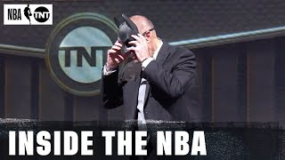 Ernie tries to prank Kenny at the big board | Inside the NBA