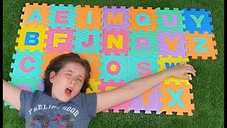 ABC SONG * Fun Way to Learn Colors at the Playground