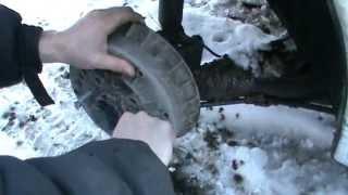 видео Замена тормозных колодок