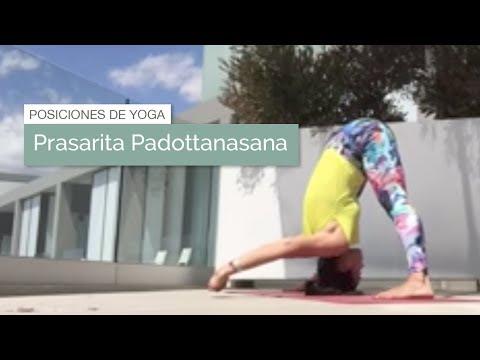 posición de yoga prasarita padottanasana postura del